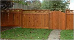 6ft_cedar_with_lattice_top_picture_frame_stained